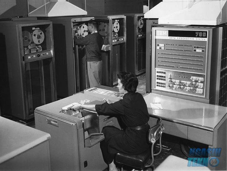 pengertian dan sejarah komputer dari generasi ke generasi