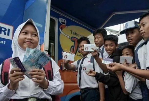 Daftar Penerima BLT Siswa Rp3,4 Juta dan BLT Mahasiswa Rp2,4 Juta dari Kemendikbud Seluruh Indonesia